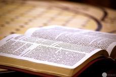 Библия полностью переведена почти на 700 языков