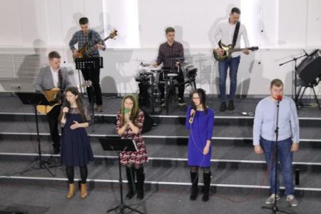 В церкви «Свет жизни» г. Минска состоялся вечер хвалы.Фото
