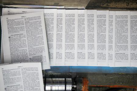 Белорусы печатают Библии для 117 стран на 450 языках