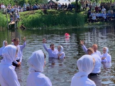 В Ольшанской церкви крестилось более 100 человек